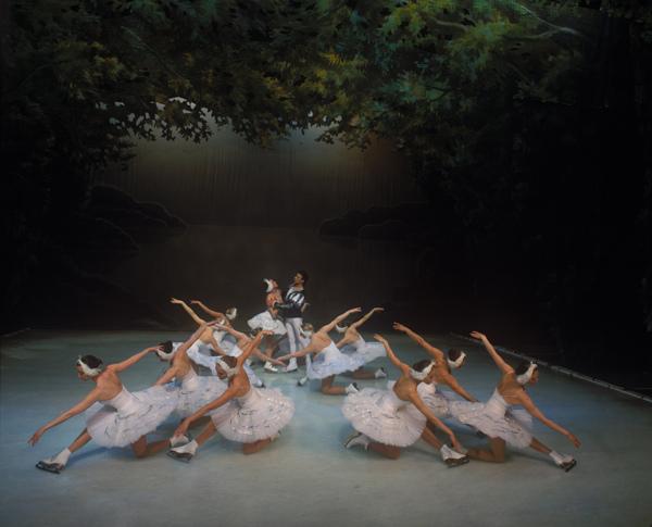 舞天鹅_俄罗斯圣彼得堡冰上芭蕾舞《天鹅湖》