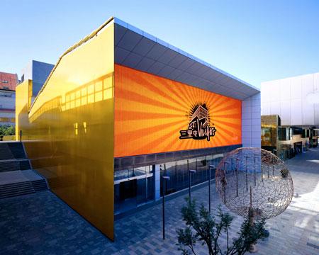 三里屯VILLAGE橙色大厅