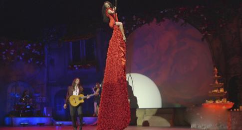 班尼斯烈焰红裙音乐会