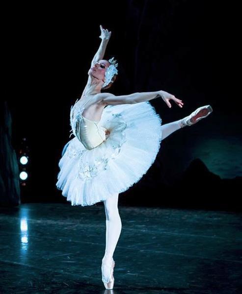 舞天鹅_俄罗斯国家明星芭蕾舞剧院《明星版天鹅湖》2018年巡演