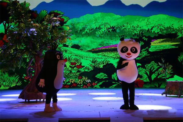 大型卡通舞台剧熊猫和小鼹鼠