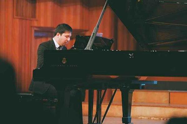 日本钢琴家二见勇气久石让宫崎骏作品音乐会