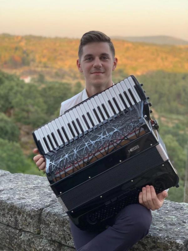 来自罗马尼亚的手风琴冠军音乐会