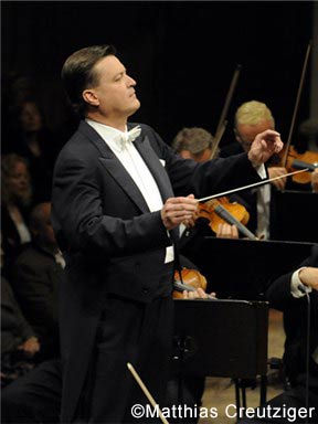 """""""醇享舒曼""""克里斯蒂安蒂勒曼与德累斯顿国家管弦乐团音乐会"""
