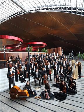 """国家大剧院管弦乐团音乐会:""""青春未完成""""吕嘉指挥贝多芬第二及舒伯特第八交响曲"""